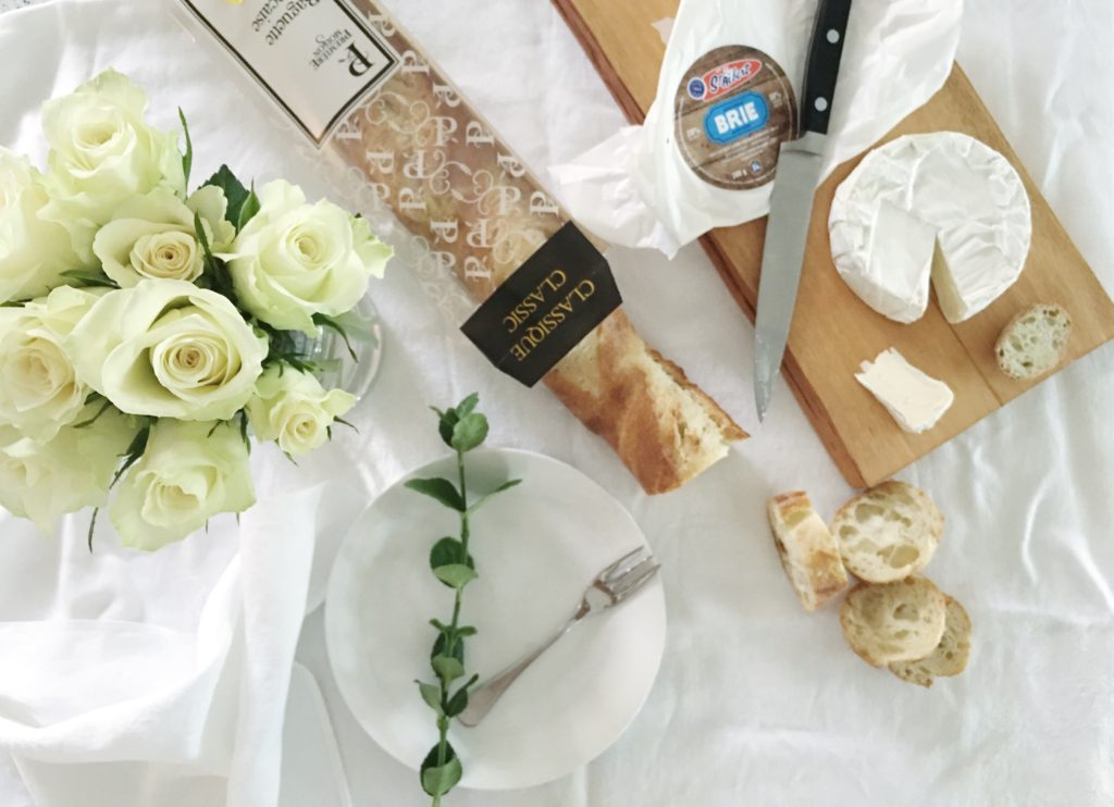 Diner en blanc Ottawa Fashion Blog White dinner menu idea baguette and brie