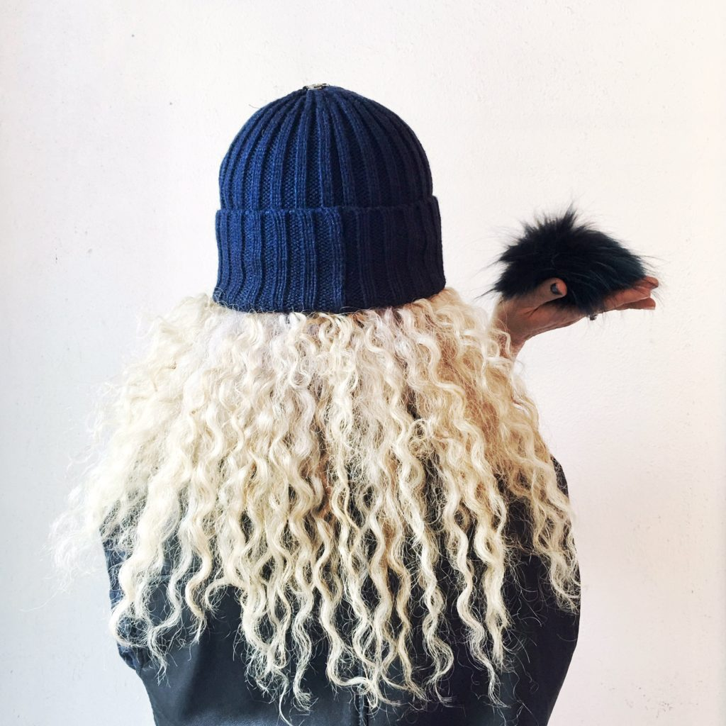 ottawa-fashion-blog-stunning-jewelry-store-byward-market-york-street-tuque-with-pompom-2