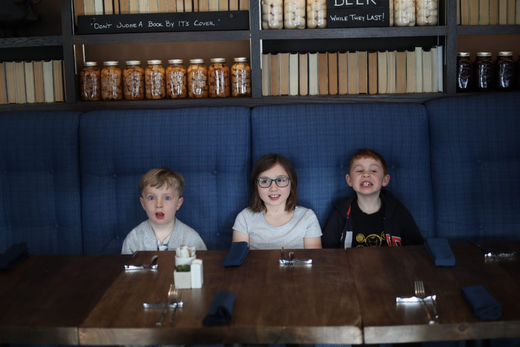 Ottawa-Embassy-Hotel-Suite-Chantsy-blog-Fashion-blogger-family-Coopers-Gastropub-restaurant