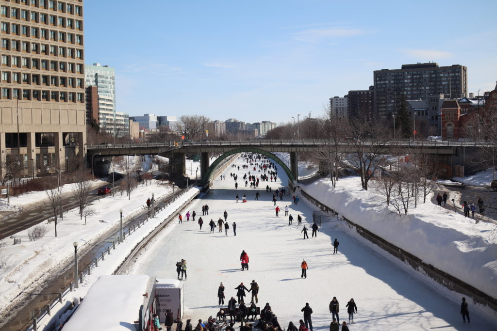 Ottawa-Embassy-Hotel-Suite-Chantsy-blog-Fashion-blogger-rideau-canal-winterlude